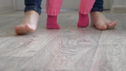 ξυπόλητοι-στο-σπίτι-στρατη-ξυλινα-πατωματα-και-λαμινειτ (5)