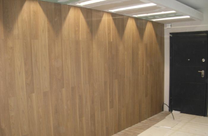 στρατη-κάθετη εφαρμογή λαμινειτ-λαμινειτ στον τοιχο-laminate on the wall